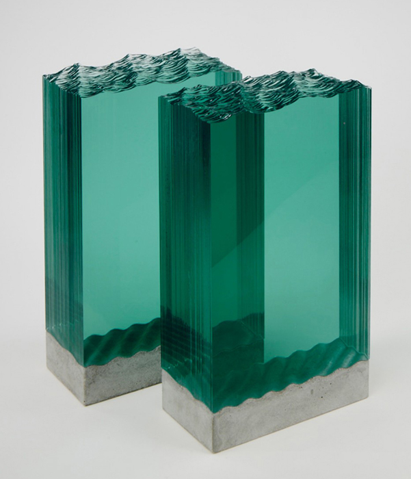 Плоские листы стекла превращаются в волны океана