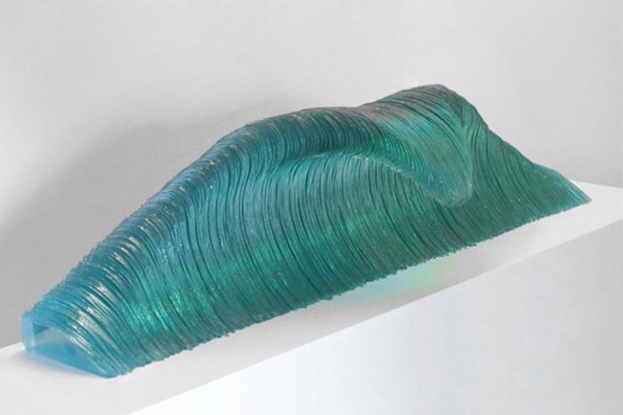 """Стеклянная скульптура """"Рожденный штормом"""""""