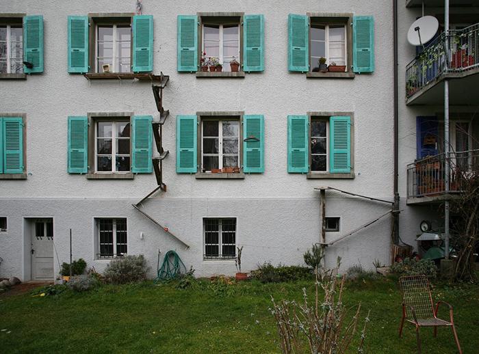 Две лестницы - на второй и третий этажи. Фото: Brigitte Schuster.