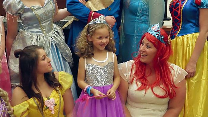 Даниэлла Конинг в окружении принцесс.