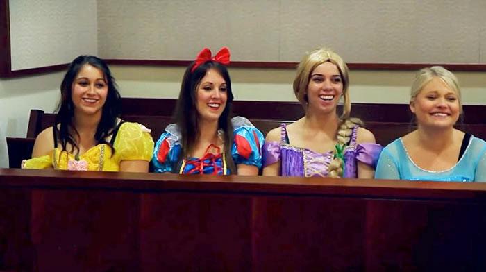 Принцессы на скамье присяжных.