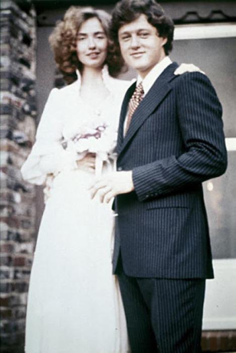 Билл и Хиллари Клинтон на своей свадьбе 1975г.
