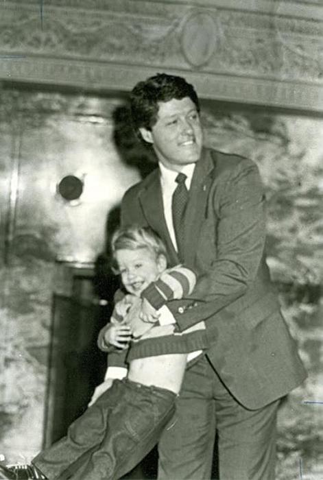 Билл Клинтон и его дочь Челси в 1983г.