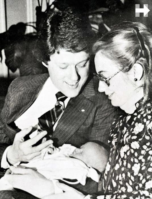 Билл, Хиллари и их новорожденная дочь Челси, 1980г.