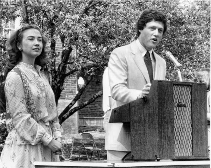 Билл Клинтон во время выступления, 1980г.