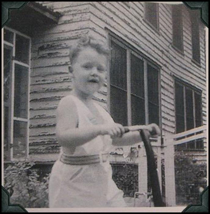 Фамилия Билла при рождении - Блайт.