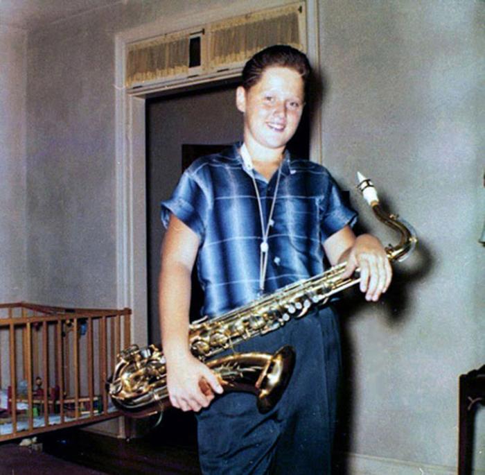 Билл участвовал в джаз-бенде, в котором он играл на саксофоне. 1958г.