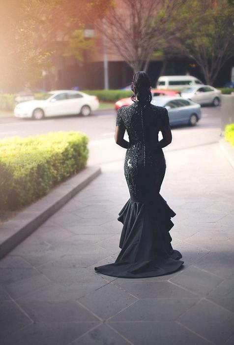 *Я просто не вижу себя в белом платье.*