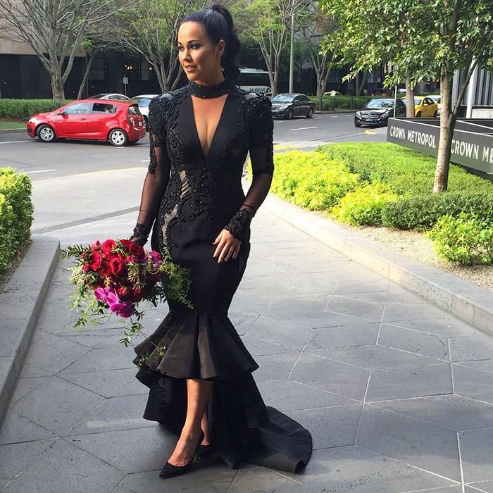 Черное платье невесты.