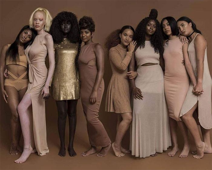 Групповое фото для кампании *Цветные девочки*.