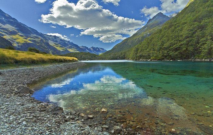 Озеро в Южных Альпах.