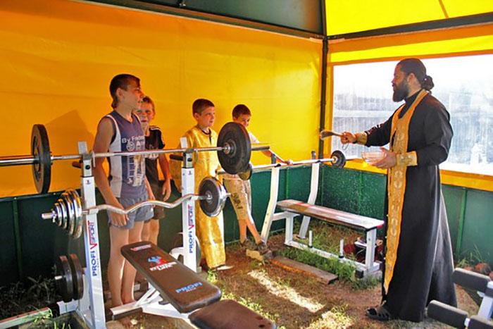*Клуб у нас православный, помимо тренировок мы много беседуем, ребята приходят на богослужения.*