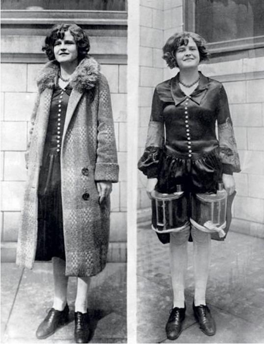 Женщина носит плащ свободного покроя, под которым скрываются две жестяных емкости с алкоголем, привязанные к ее ногам. Фото: Underwood & Underwood/Corbis.