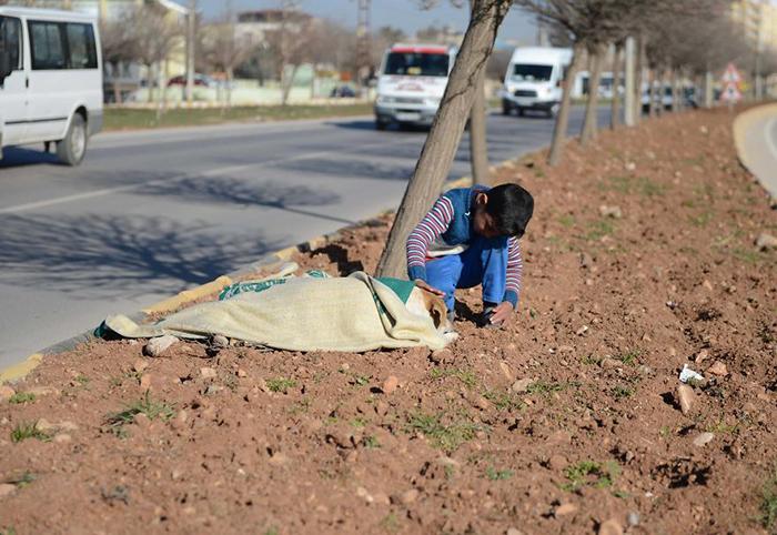 Восьмилетний Хусейн живет в Турции, так как ему с семьей пришлось бежать из своей родной страны.