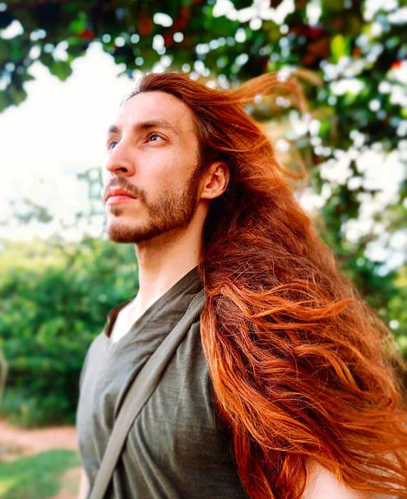 Парень признается, что за последние годы наслышался много критики в свой адрес из-за своего решения отращивать волосы.