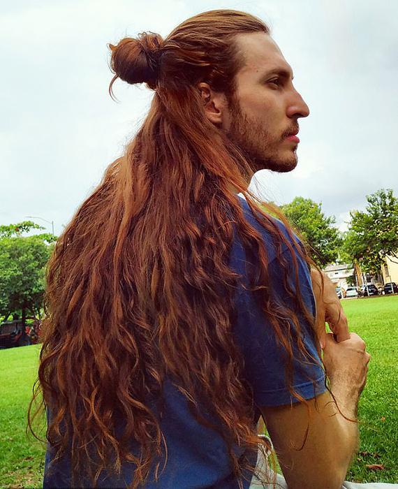 Длина волос Криштиану сейчас составляет около 65 сантиментов