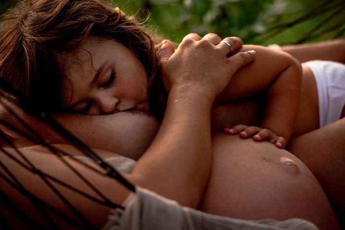 Мама со своим ребенком. Автор фото: Tammy Nicole.