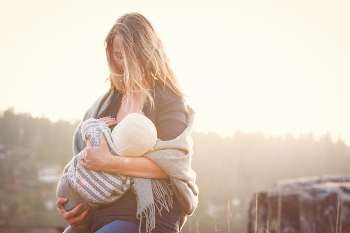 Радость кормления грудью. Автор фото: Tammy Nicole.