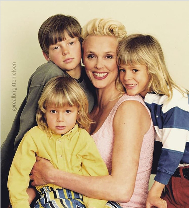 Бригитта со своими сыновьями.