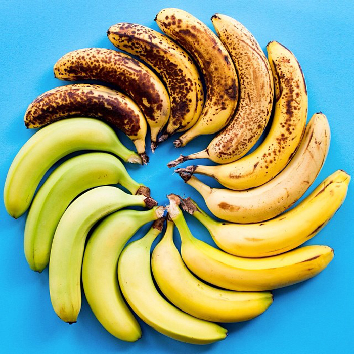 От зеленого до спелого банана.
