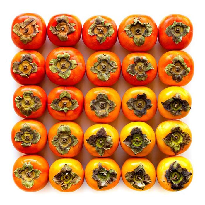 Желто-оранжевая хурма.