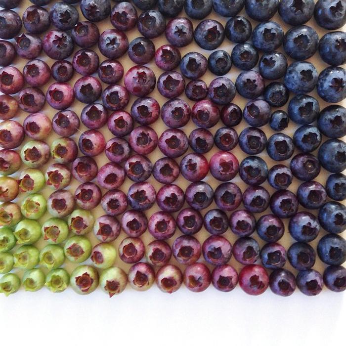 Полный стол ягод. Фотографии Бриттани Райт.