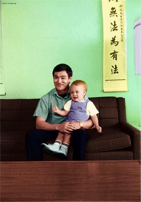 Брюс Ли с маленьким Брэндоном.