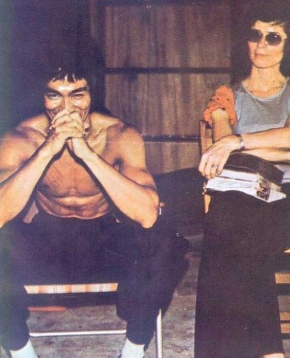 Брюс Ли и его жена Линда во время съемок фильма.