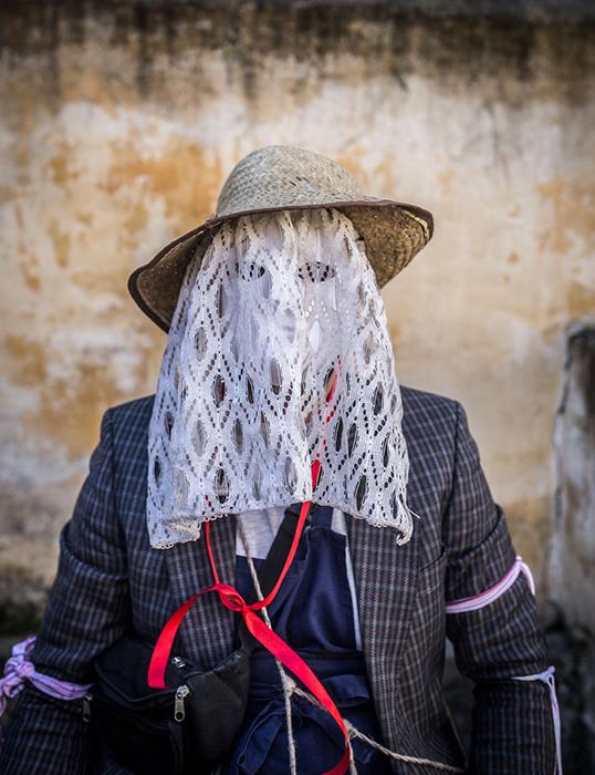 Жители городка надевают жуткие костюмы к празднованию Бушояраша.  Фото: Zsolt Repasy.