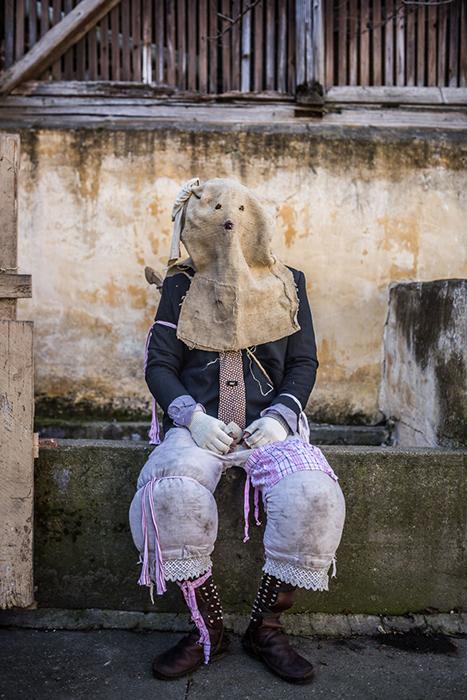 Костюмы к празднованию проводов зимы. Фото: Zsolt Repasy.