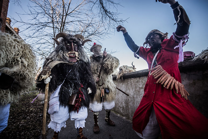 Бушары веселятся все выходные, заглядывая в гости к другим жителям деревень. Фото: Zsolt Repasy.