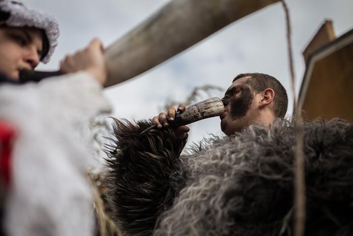 В течение Бушояраша проходят парады. Фото: Zsolt Repasy.