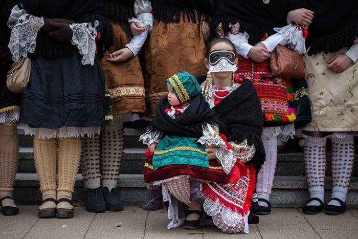 Дети не остаются в стороне от праздника. Фото: Zsolt Repasy.