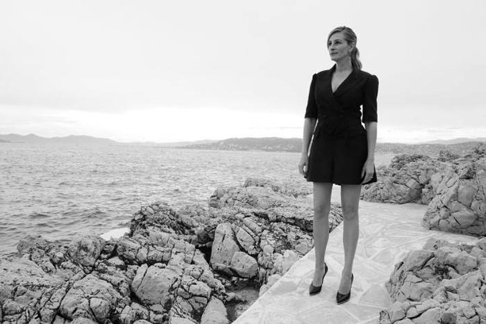 Джулия Робертс (Julia Roberts) в конце пресс-релиза фильма *Денежный монстр*.