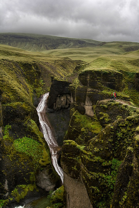 Извилистое ущелье, образовавшееся миллионы лет назад.