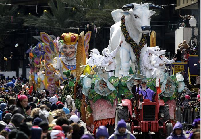 Парад платформ на фестивале в Новом Орлеане.