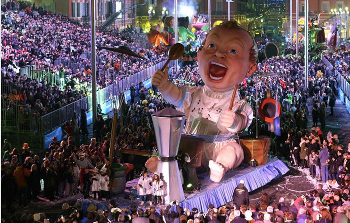 Платформа под названием Carnavalon в Ницце, Франция.