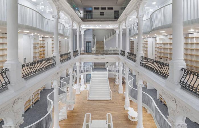 Новый книжный магазин в Бухаресте.