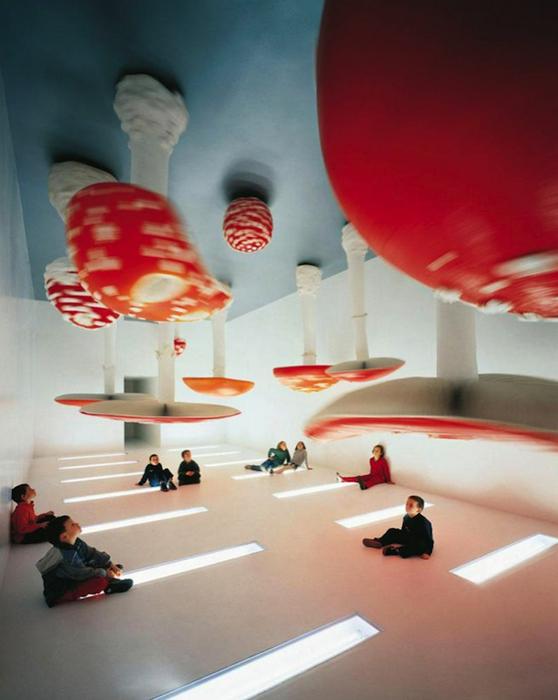 Удивительные грибы, свисающие с потолка.