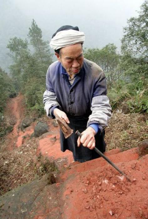 Лю собственноручно выкопал более 6000 ступенек.