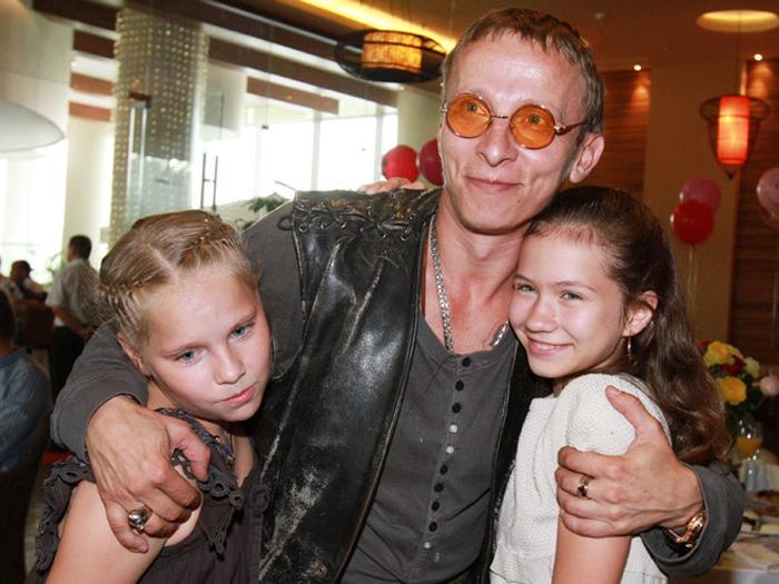 У Ивана Охлобыстина двое сыновей и четыре дочери.