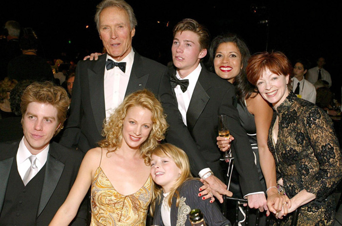 У Клинта Иствуда восемь детей.