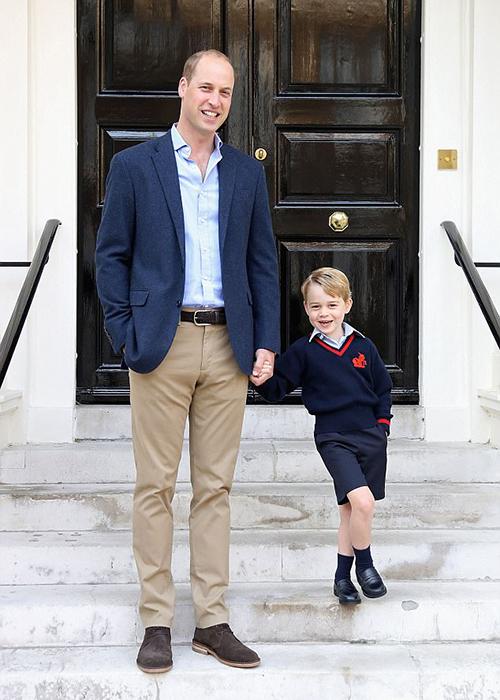Уильям с маленьким Джорджем в первый день посещения садика малыша.