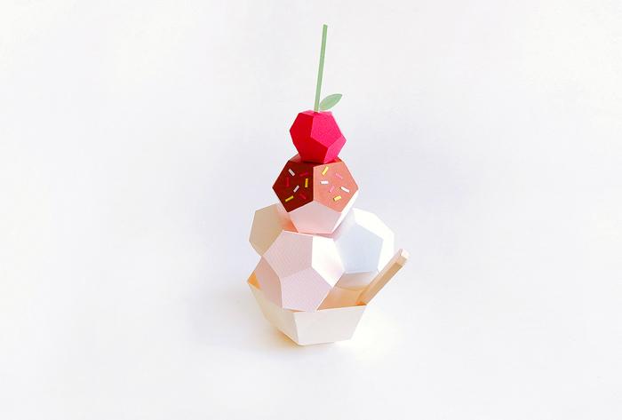 Бумажные сладости, приготовленные Шарлоттой Смит.