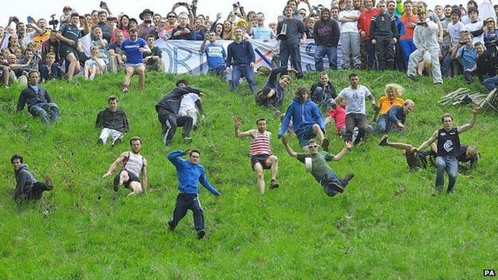 Сырные гонки - ежегодное мероприятие.