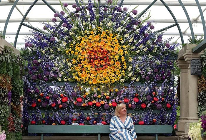 На шоу представлено большое количество цветочных композиций.
