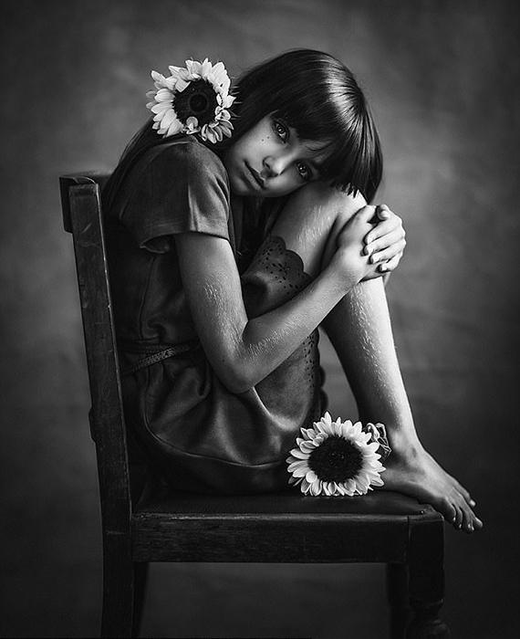 Девочка с подсолнухами. Фото: Paulina Duzcman.