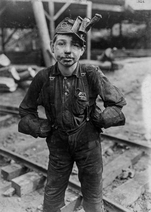 Мальчик, работающий в шахте Турки Ноб в Макдональде (Западная Вирджиния).