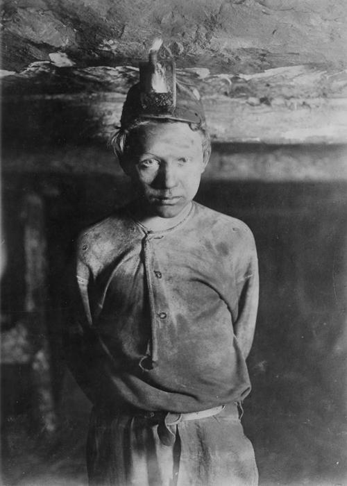 Помощник шахтеров в угольной шахте Турки Ноб. 1908г.