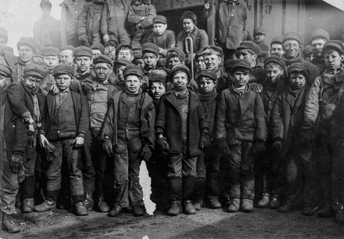 Сортировщики, нанятые угольной компанией в Пенсильвании. 1911г.